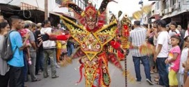 Akari Lingga Gelar Recycle Lingga Fashion Carnaval