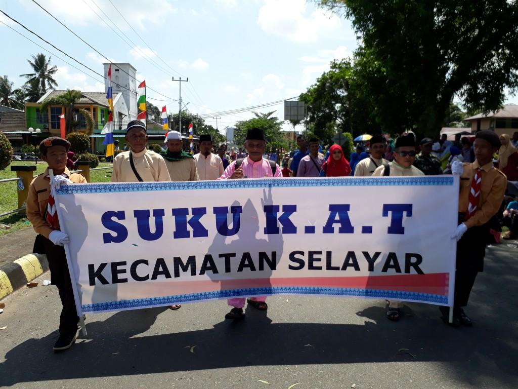 Rombongan Kominitas Adat Terpencil Pulau Lipan Kecamatan Selayar yang dipimpin oleh Sabiran Sekcam Selayar